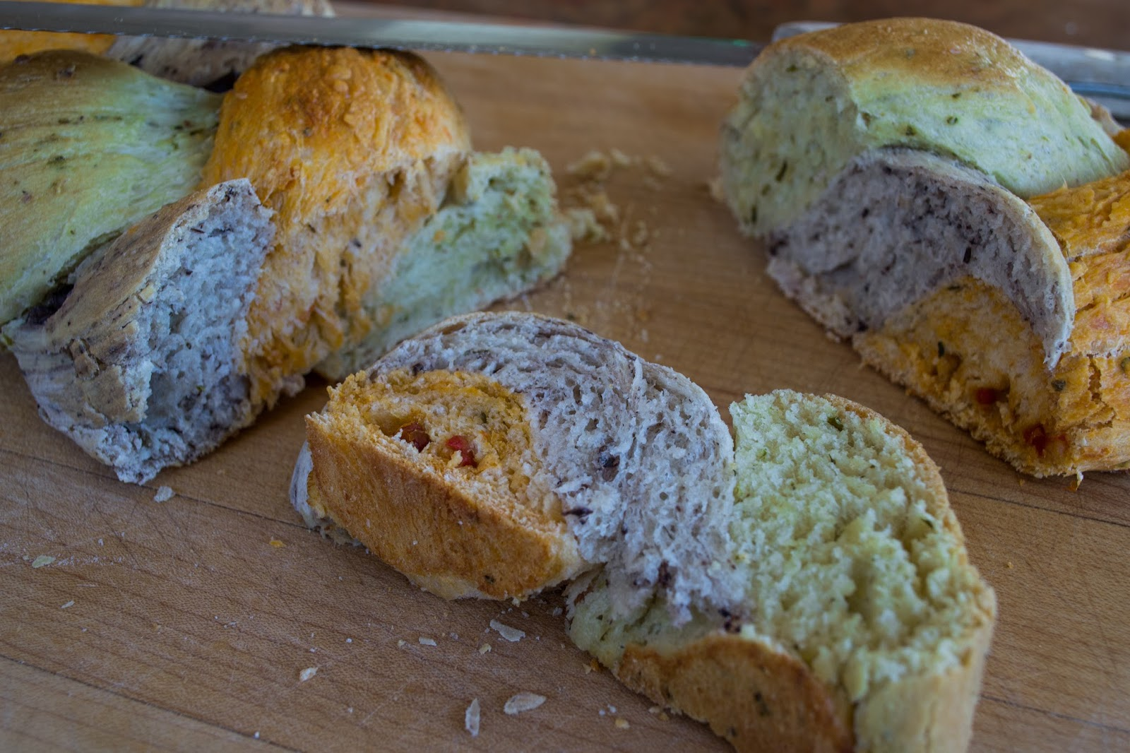 Pesto, sundried tomato, kalamata olive bread