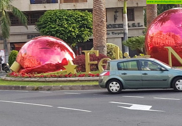 """Los adornos navideños de """"Correos"""" dañados por actos vandálicos"""