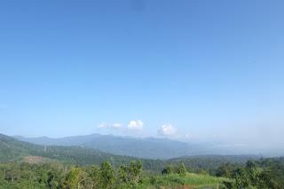 pemandangan dari puncak pinang awan