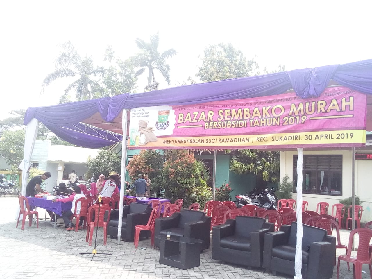 Disperindag bersama Kecamatan Sukadiri Gelar Bazar Sembako Murah  Untuk Warga