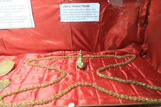 Benda benda Peninggalan Kerajaan Gowa di Museum Balla Lompa