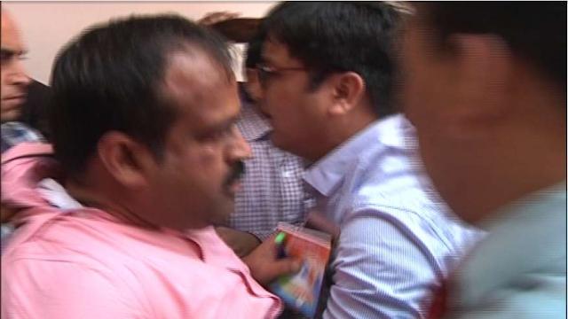 कानपुर का रहने बाला है, बीजेपी प्रवक्ता पे जूता फेकने बाला, जाने पूरी जानकारी। JNI NEWS