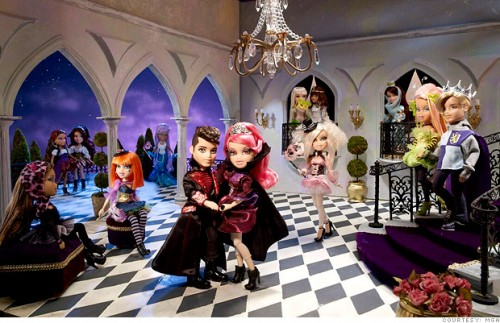Muñecas Bratz en un Illuminati Baile de máscaras