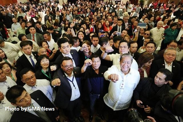 """Writer calls OFWs heroes: """"In shaping image of Duterte, you are stronger than any negative publicity'"""