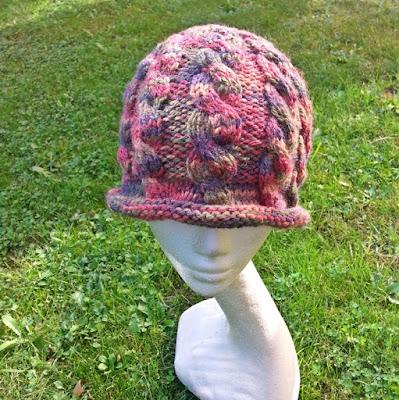 czapka na drutach z kolekcji ggw fashion