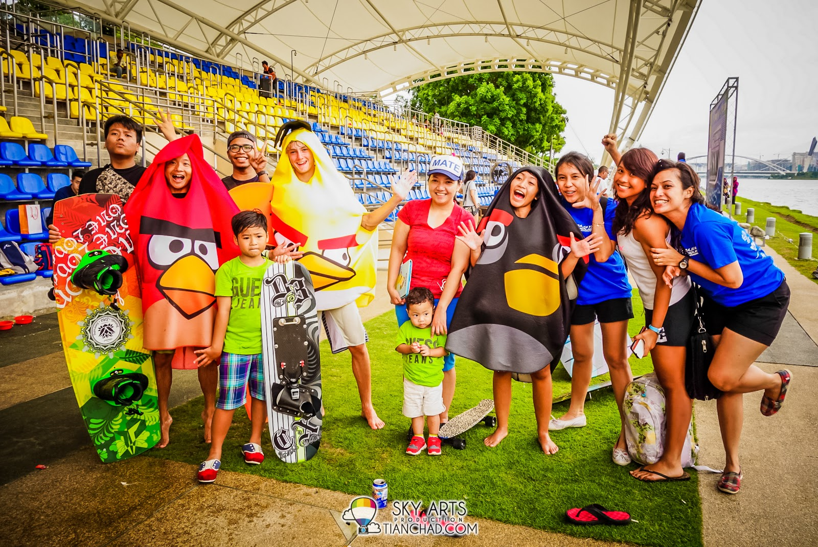 Love this group photo because it is so colorful with #AngryBirdsMalaysia!!