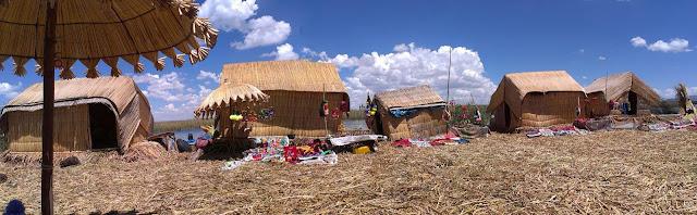 Trzcinowe chatki na wyspie Uros.