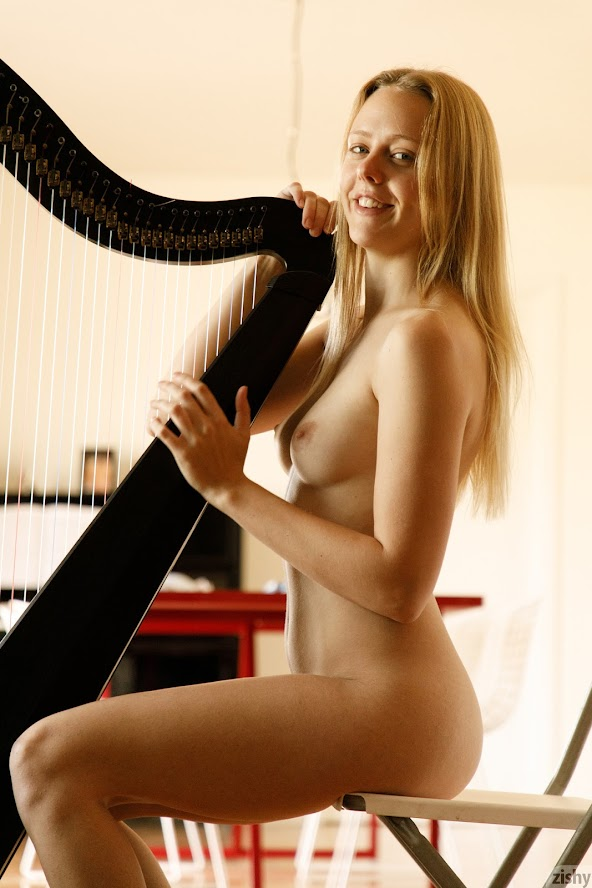 1581443349_full_031_0831510917373985 [Zishy] Helen Bergstrom - Show Me Your Strings re