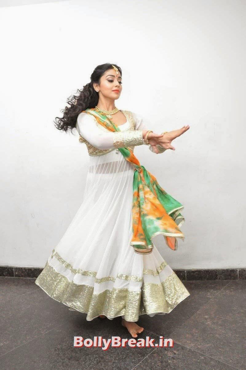 High Quality Shriya Saran Pics, Shriya Saran Latest Hot HD Pics in White Anarkali Dress
