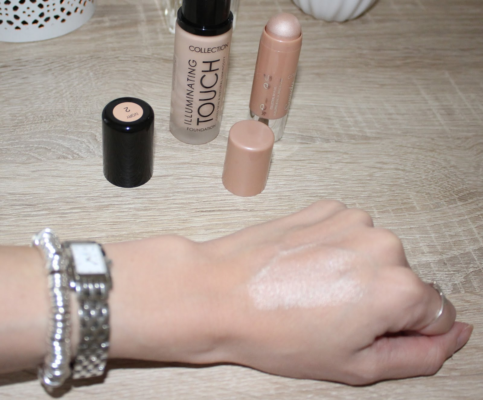 Strobing for Beginners with Collection Illuminating Touch Foundation and Speedy Highlighter