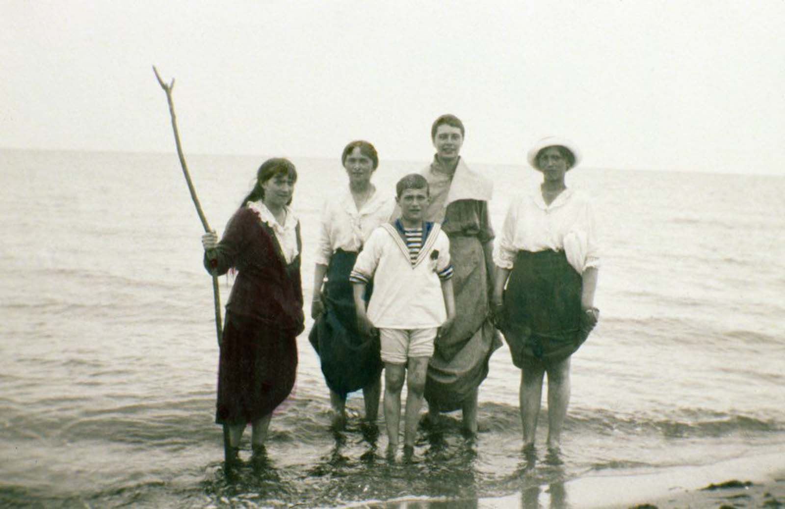 Maria, Olga , Alexei, an unidentified woman and Tatiana Romanov.