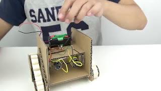 Membuat Sendiri Robot Sederhana Wall-E dari Kardus Yang Bisa Bergerak