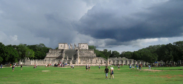 El Templo de los Guerreros y el Grupo de las Mil Columnas, en Chichén Itzá