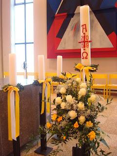 Blumenschmuck Kirche Ostern
