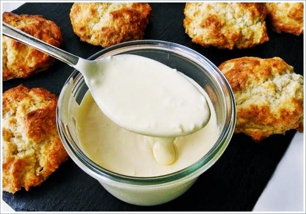 Glutenfrei Nachmittagstee mit Scones und hausgemachte Clotted Cream