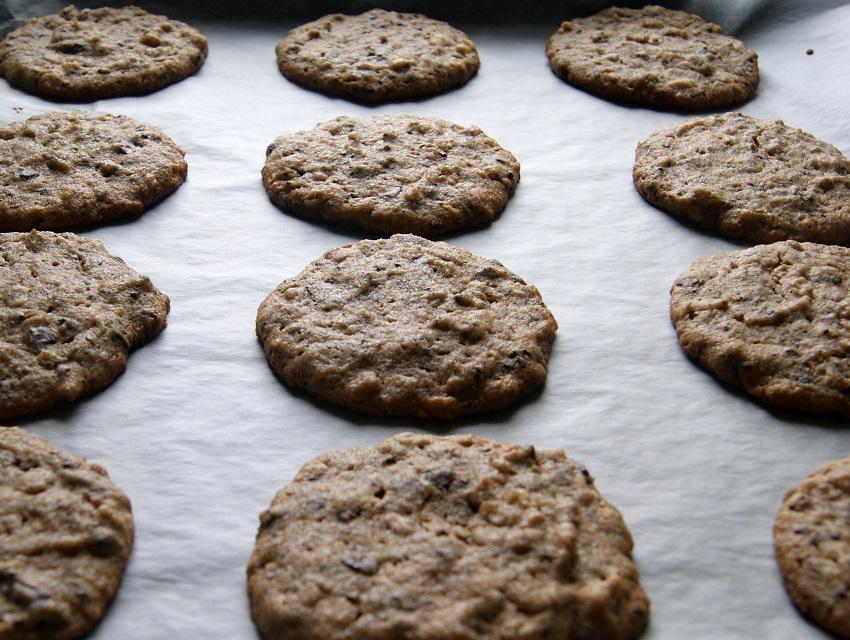 Ciasteczka bez glutenu z maslem orzechowym i kawalkami czekolady