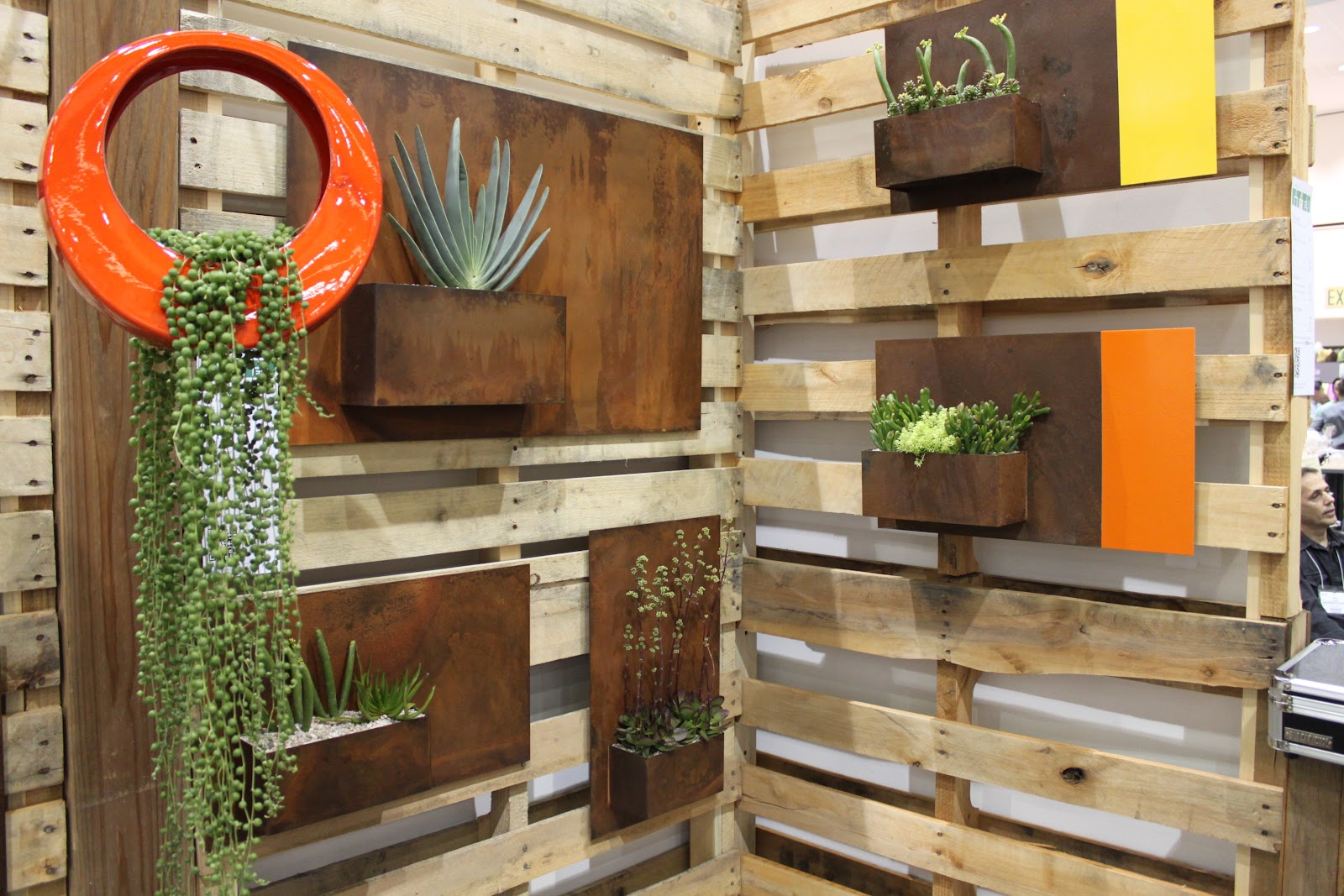 Exterior Wall Decoration Ideas: Landscape Idea #2 Modern Wall Planters
