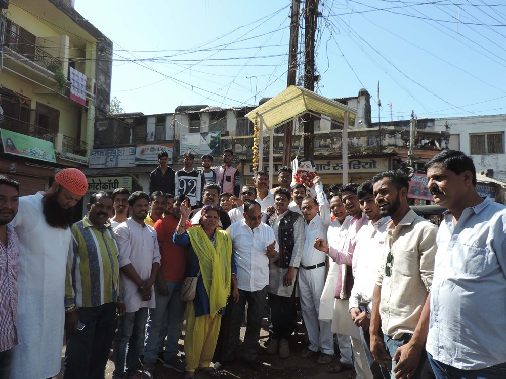 Azad-86-death-anniversary-tribute-District-Congress-jhabua-अमर शहीद चन्द्रशेखर आजाद को 86 वी पुण्यतिथि पर जिला कांग्रेस द्वारा किया गया नमन