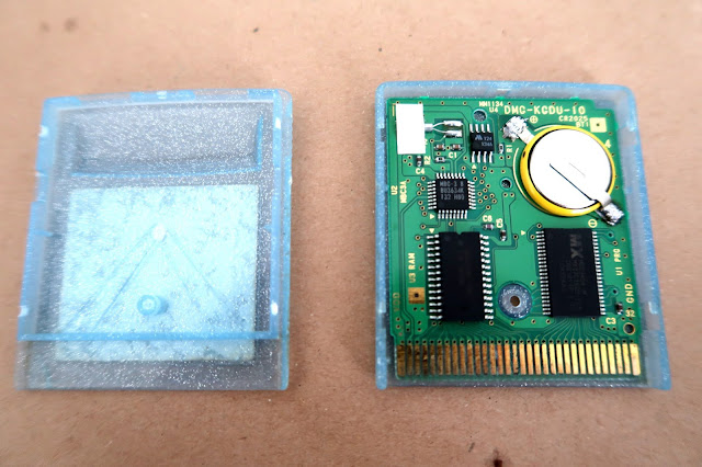 How to replace a Gameboy cartridge battery without losing saved data - Opened Cartridge