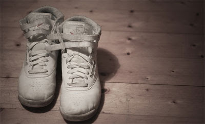 Cara Mudah Menghilangkan Bau Pada Sepatu