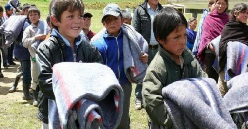 Escolares de Cajamarca reciben ayuda para enfrentar bajas temperaturas