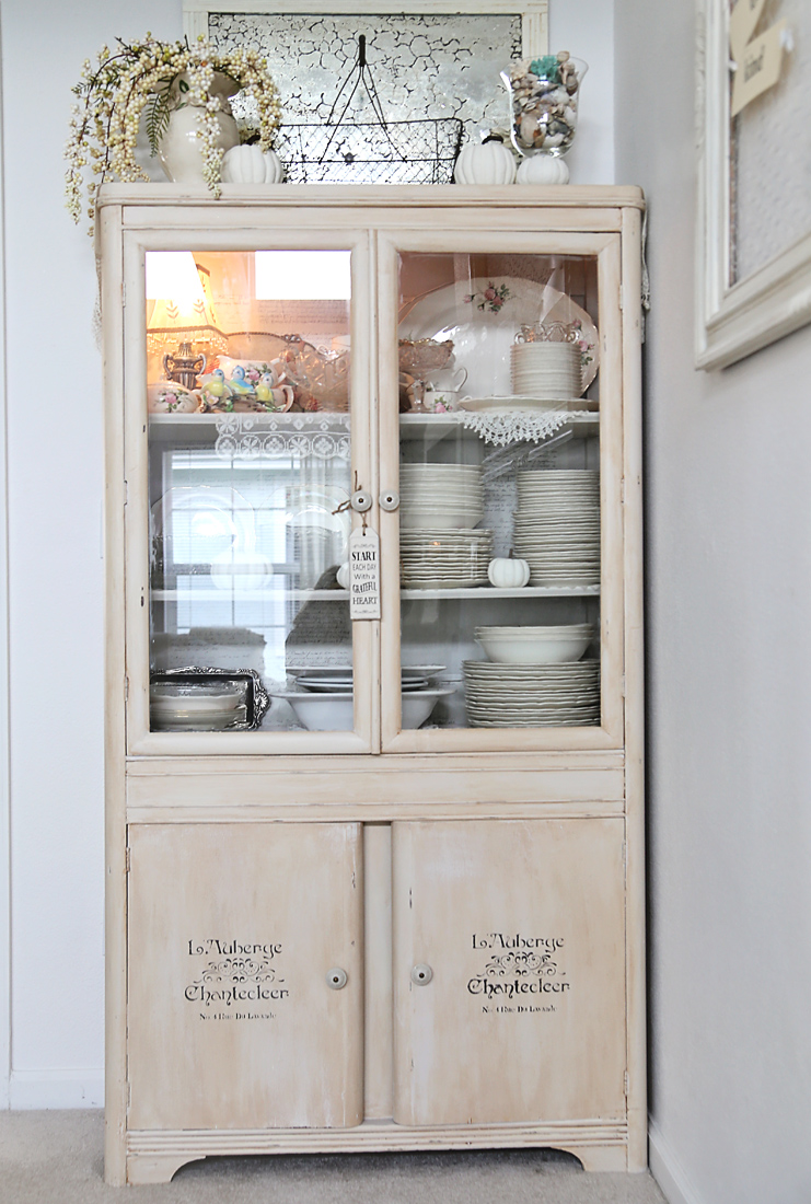China cabinet DIY Chalk Paint make over  Inspirations