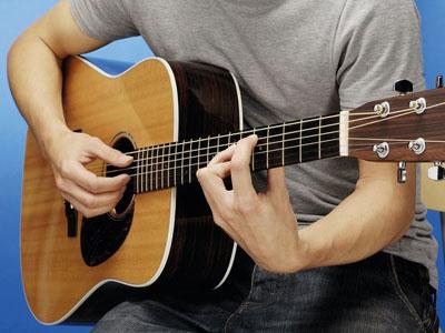 Những thông tin hữu ích dành cho người mới học đàn guitar