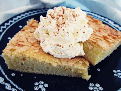 Saftiger Butterkuchen mit Mandeln