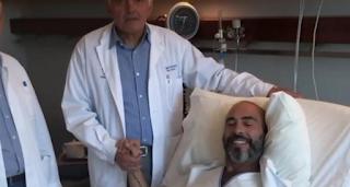 Συγκινεί ο Βαλάντης από το κρεβάτι του νοσοκομείου μετά την επέμβαση αφαίρεσης όγκου