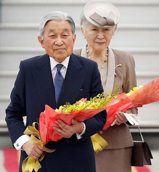 Emperor-Akihito-and-Empress-Michiko-2.jpg