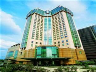 Hotel Menara Peninsula Jakarta, Makanan dan Hiburan Lengkap