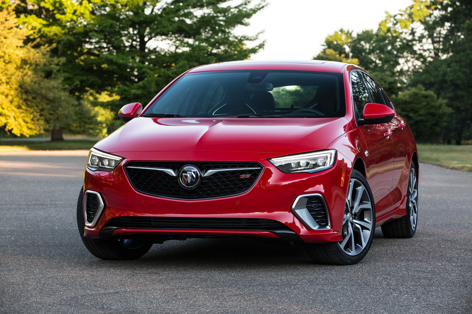 2018-Buick-Regal-GS-04.jpg