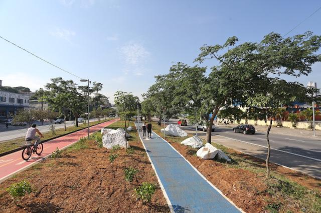Ciclovia e pista de caminhada na Inajar de Souza