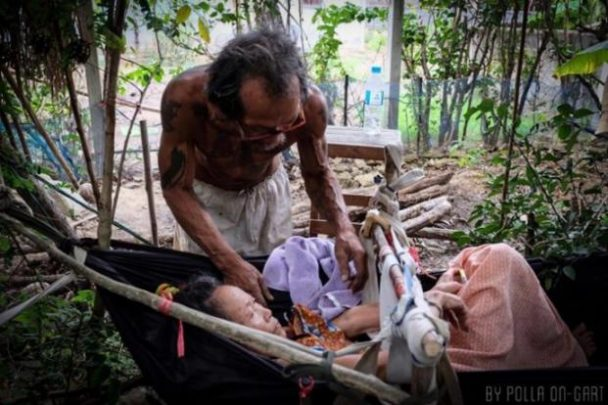 MUST READ: Touching Story of Thai Man Who Starved Himself To Feed His Wife  Who Suffered from Muscle Atrophy after a Snake Bite!