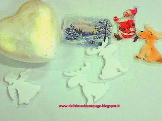 Delizioso dcoupage Dcoupage antichizzato sulle icone presepi e decorazioni sulle sfere di Natale