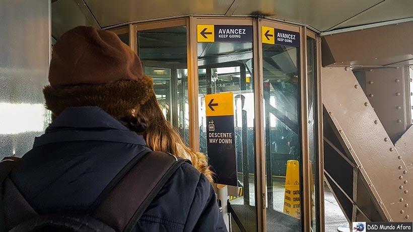 Elevador para terceiro andar - Como visitar a Torre Eiffel em Paris