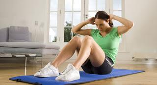 Sit up adalah olahraga yang cocok untuk wanita