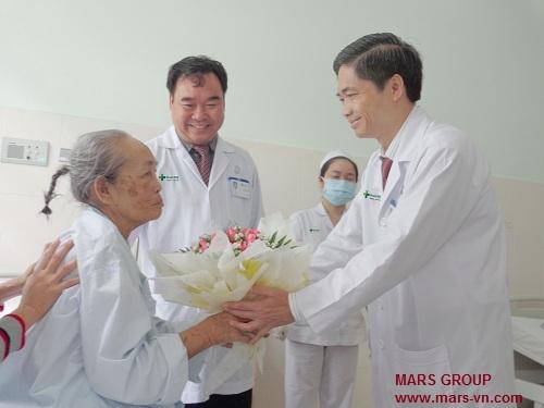 www.mars-vn.com - Tặng một bó hoa tươi cho bạn mình đang nằm viện, nhất định sẽ làm họ vui vẻ.
