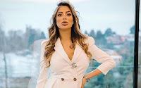 Desirée Maldera si sposa, critiche per l'abito e il rito civile. Lei si infuria: «Hai mai scop***?!»