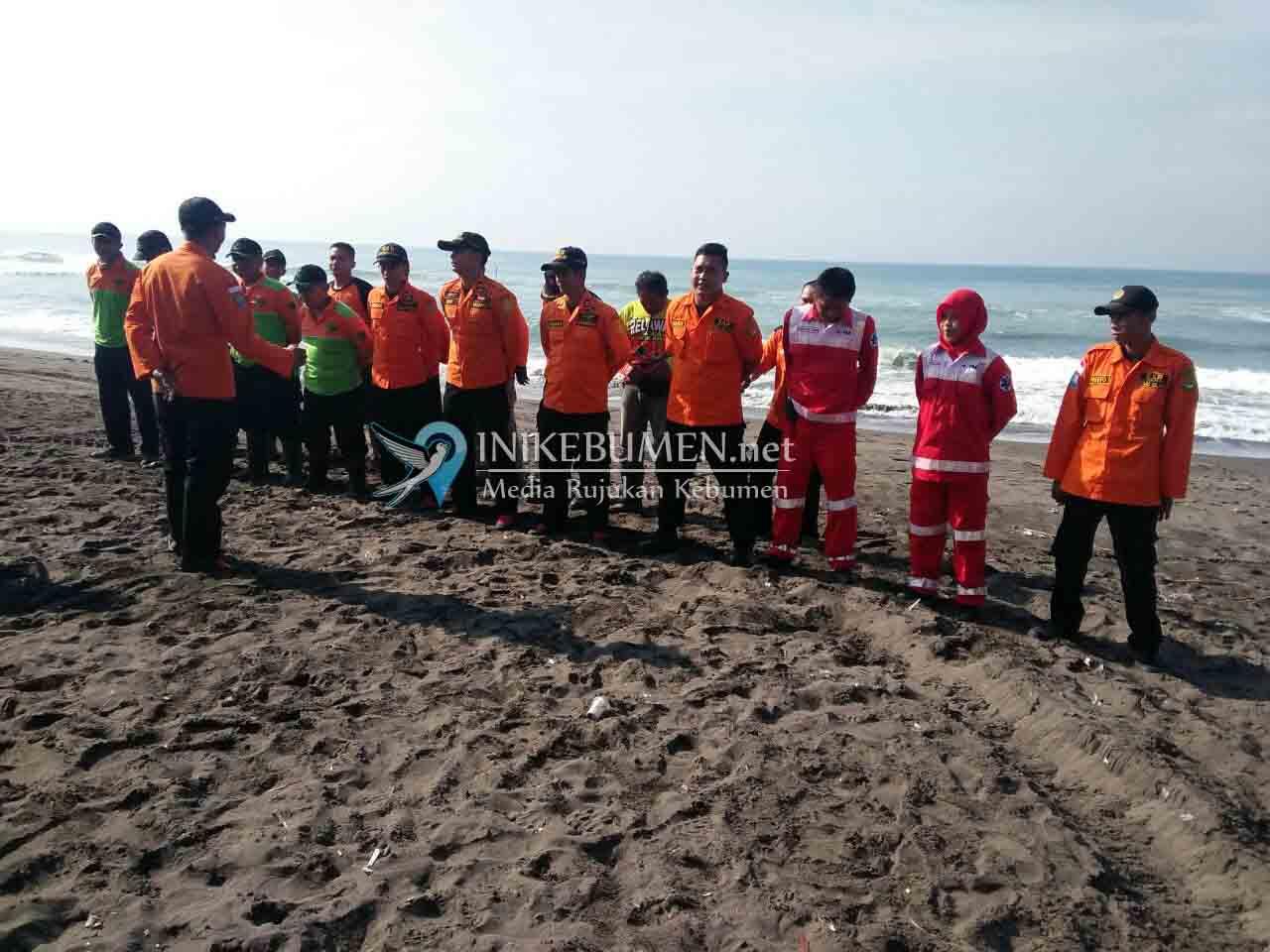 Pencarian Korban Tenggelam di Pantai Setrojenar Dilanjutkan