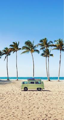 playa con furgoneta hippy