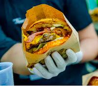 Lluevia de hamburguesas Burger Fest
