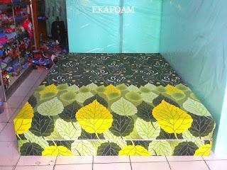 Kasur inoac corak motif bunga hijau daun
