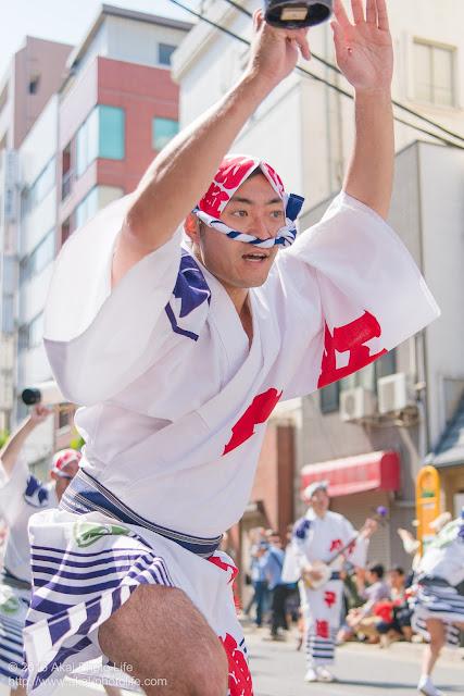 江戸っ子連、マロニエ祭りの福井町通りで男踊りの踊り手の一人を撮影した写真 その3
