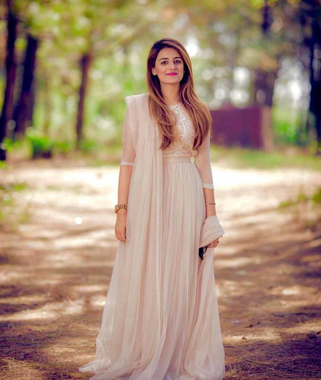 Pakistani Celebrities Entertainment: Beautiful Pakistani Girls