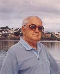 Nelson de Albuquerque Silva no cais do avião, em Santo Antônio, Vitória, ES. Foto Álvaro Silva. 2002.
