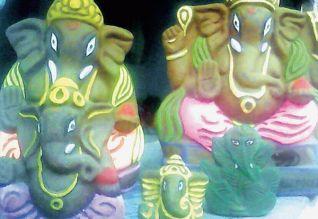 சுற்றுச் சூழலை பாதிக்காத.. மாட்டுச் சாணத்தில் தயாரான விநாயகர் சிலைகள்!