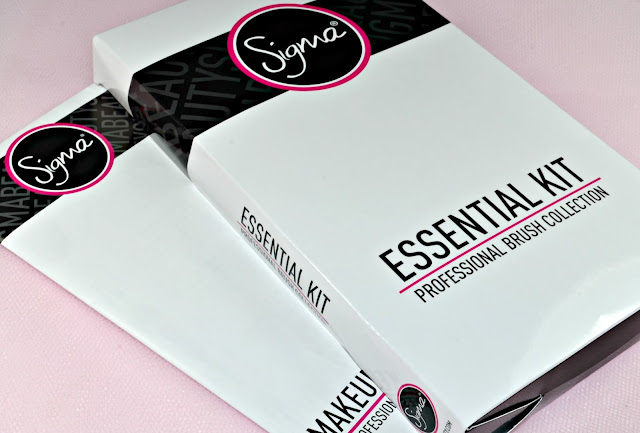 Image of the Sigma Essential 12 Piece Brush Kit in the box
