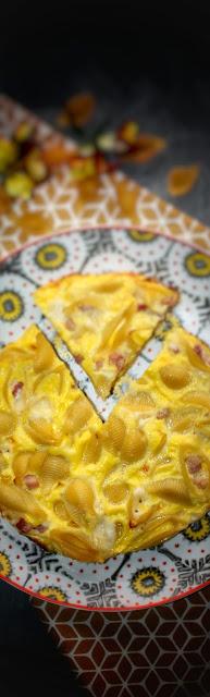 frittata di pasta con pancetta e pecorino