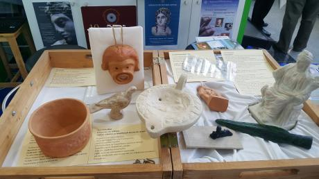 Το Αρχαιολογικό Μουσείο της Πάτρας μας καλεί να αγγίξουμε τα εκθέματα του!